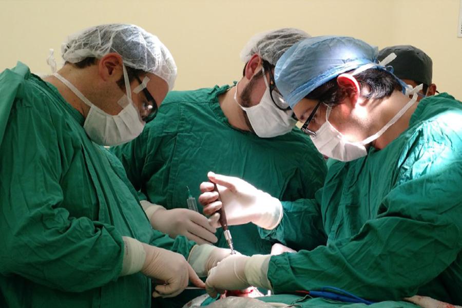 Cirujanos maxilofaciales del Hospital de Lautaro operan alteraciones mandibulares complejas