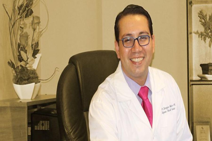 """Dr. Sergio Olate Morales: """"Debemos entregar a nuestros titulados la posibilidad de perfeccionarse en nuestra institución y explorar otros modelos de formación"""""""